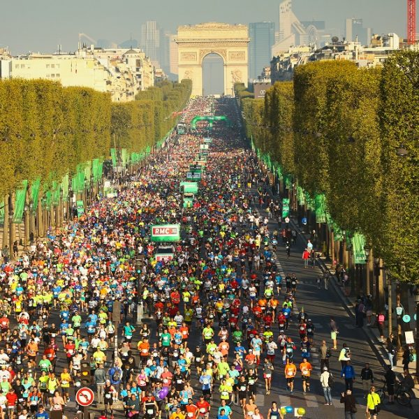 Paris Marathon Champs Elysee start